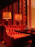 Κόκκινος καναπές ασιατικό teahouse Στοκ εικόνα με δικαίωμα ελεύθερης χρήσης