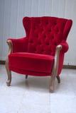 κόκκινος καναπές Στοκ φωτογραφία με δικαίωμα ελεύθερης χρήσης