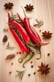 Κόκκινος - καυτά πιπέρια και καρυκεύματα τσίλι Στοκ εικόνα με δικαίωμα ελεύθερης χρήσης