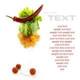 Κόκκινος - καυτές ντομάτες πιπεριών, μαρουλιού και κερασιών τσίλι Στοκ Εικόνα