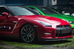 Κόκκινος-μαύρος συντονισμός της Nissan GT-ρ Στοκ Εικόνες