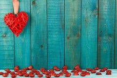 κόκκινος ξύλινος καρδιών ανασκόπησης Στοκ εικόνα με δικαίωμα ελεύθερης χρήσης