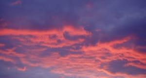 Κόκκινος ουρανός τη νύχτα - χρώματα ηλιοβασιλέματος Στοκ εικόνες με δικαίωμα ελεύθερης χρήσης
