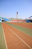 Κόκκινος πλαστικός φανός διαδρόμων και σε έναν χώρο αθλήσεων στοκ εικόνες