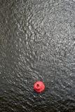 Κόκκινος σημαντήρας στην επιφάνεια νερού Στοκ εικόνα με δικαίωμα ελεύθερης χρήσης