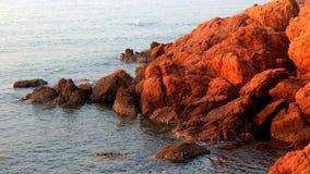 Κόκκινος σκόπελος Στοκ φωτογραφίες με δικαίωμα ελεύθερης χρήσης
