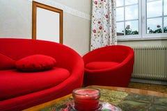 Κόκκινος στρογγυλός καναπές Στοκ Φωτογραφίες