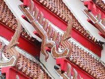 Κόκκινος ταϊλανδικός ναός του Βούδα στεγών Στοκ φωτογραφία με δικαίωμα ελεύθερης χρήσης