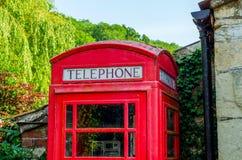 Κόκκινος τηλεφωνικός θάλαμος, συμβολικός αγγλικός κόκκινος θάλαμος, εικονίδιο της Αγγλίας, γ στοκ φωτογραφία