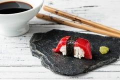 Κόκκινος τόνος Nigiri Στοκ φωτογραφία με δικαίωμα ελεύθερης χρήσης
