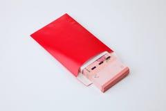 Κόκκινος φάκελος με τα χρήματα Στοκ Φωτογραφία