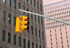 Κόκκινος φωτεινός σηματοδότης στην πόλη Στοκ Φωτογραφίες