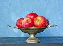 κόκκινος vase μήλων τρύγος Στοκ εικόνα με δικαίωμα ελεύθερης χρήσης
