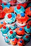 Κόκκινο, άσπρο, και μπλε Cupcakes Στοκ Φωτογραφίες