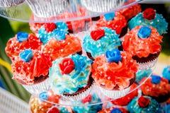 Κόκκινο, άσπρο, και μπλε Cupcakes στοκ φωτογραφία με δικαίωμα ελεύθερης χρήσης