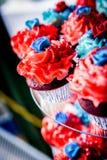 Κόκκινο, άσπρο, και μπλε Cupcakes στοκ φωτογραφίες με δικαίωμα ελεύθερης χρήσης
