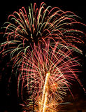 Κόκκινο άσπρο μπλε εκρήξεων φω'των πυροτεχνημάτων Στοκ φωτογραφία με δικαίωμα ελεύθερης χρήσης