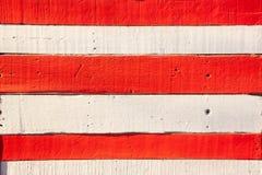 Κόκκινο άσπρο χρωματισμένο ξύλινο υπόβαθρο τοίχων Στοκ εικόνες με δικαίωμα ελεύθερης χρήσης