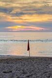 κόκκινο δέντρο φοινικών lifeguards καλυβών σημαιών παραλιών μυρμηγκιών Στοκ εικόνα με δικαίωμα ελεύθερης χρήσης