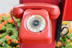 κόκκινο αναδρομικό τηλέφωνο Στοκ φωτογραφία με δικαίωμα ελεύθερης χρήσης