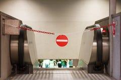Κόκκινο απαγορευμένο πρόσβαση σημάδι υπόγεια Στοκ εικόνες με δικαίωμα ελεύθερης χρήσης