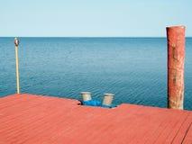 κόκκινο αποβαθρών Στοκ εικόνες με δικαίωμα ελεύθερης χρήσης