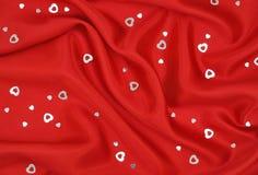 κόκκινο ασήμι σατέν καρδιών Στοκ φωτογραφίες με δικαίωμα ελεύθερης χρήσης