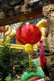 Κόκκινο ασιατικό φανάρι στον κινεζικό ναό στοκ φωτογραφία με δικαίωμα ελεύθερης χρήσης