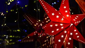 Κόκκινο αστέρι Χριστουγέννων στη νύχτα Στοκ Εικόνες