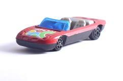 Κόκκινο αυτοκίνητο παιχνιδιών με το άσπρο υπόβαθρο στοκ φωτογραφία με δικαίωμα ελεύθερης χρήσης