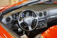 Κόκκινο αυτοκίνητο που γίνεται αθλητικό σε Itlay στοκ φωτογραφία με δικαίωμα ελεύθερης χρήσης