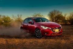 Κόκκινο αυτοκίνητο που ολισθαίνει στο έδαφος Στοκ Εικόνες