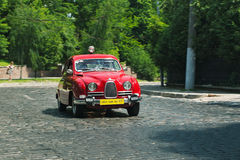 Κόκκινο αυτοκίνητο SAAB στη διαδρομή φυλών στα Grand Prix Leopolis Στοκ Εικόνες