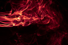 Κόκκινο αφηρημένο σχέδιο καπνού πυρκαγιάς στο μαύρο υπόβαθρο στοκ εικόνες με δικαίωμα ελεύθερης χρήσης