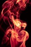 Κόκκινο αφηρημένο σχέδιο καπνού πυρκαγιάς στο μαύρο υπόβαθρο στοκ φωτογραφίες