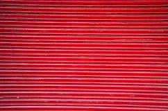 Κόκκινο αφηρημένο υπόβαθρο πορτών μετάλλων αγοράς Στοκ φωτογραφία με δικαίωμα ελεύθερης χρήσης