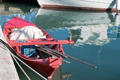 Κόκκινο αλιευτικό σκάφος Στοκ φωτογραφία με δικαίωμα ελεύθερης χρήσης