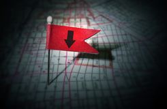 Κόκκινο βέλος σημαιών καρφιτσών Στοκ Φωτογραφία