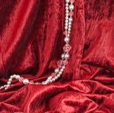 κόκκινο βελούδο χαντρών Στοκ φωτογραφία με δικαίωμα ελεύθερης χρήσης