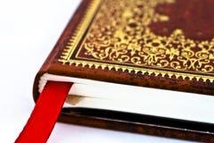 Κόκκινο βιβλίο με τις διακοσμήσεις στοκ φωτογραφία