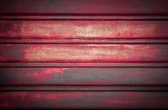 Κόκκινο γκαράζ πορτών Στοκ φωτογραφίες με δικαίωμα ελεύθερης χρήσης