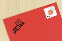 κόκκινο γραμματόσημο αγάπης επιστολών Στοκ Εικόνα