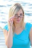 κόκκινο γυαλιών κοριτσι Στοκ εικόνες με δικαίωμα ελεύθερης χρήσης