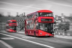 Κόκκινο διπλό κατάστρωμα στο Λονδίνο στοκ φωτογραφίες