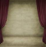 κόκκινο δωμάτιο κουρτινώ&n Στοκ Εικόνα