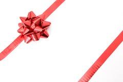 Κόκκινο δώρο τόξων Στοκ εικόνα με δικαίωμα ελεύθερης χρήσης