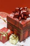 κόκκινο δώρων κιβωτίων ανασκόπησης Στοκ εικόνες με δικαίωμα ελεύθερης χρήσης