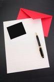 κόκκινο εγγράφου επιστολών φακέλων Στοκ εικόνες με δικαίωμα ελεύθερης χρήσης