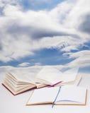 κόκκινο εκπαίδευσης έννοιας βιβλίων μήλων Στοκ Εικόνες