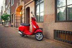 Κόκκινο εκλεκτής ποιότητας μηχανικό δίκυκλο Στοκ εικόνες με δικαίωμα ελεύθερης χρήσης